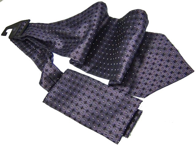 Effeti ascot navy with black diamonds gray dots