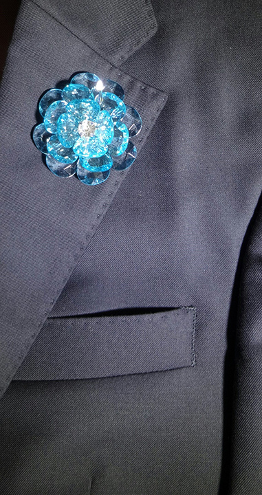 Lapel Crystal flower pin blue